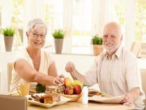 gent-gran-menjant