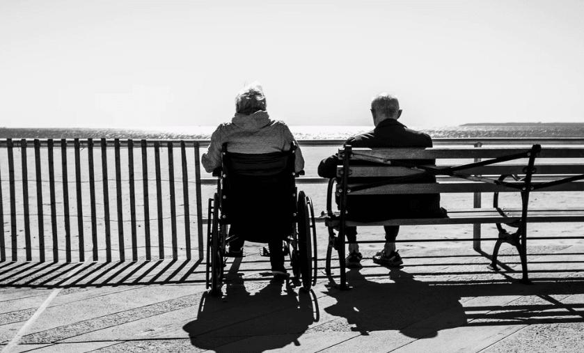 ¿Cuáles son las principales desigualdades en el envejecimiento entre mujeres y hombres?
